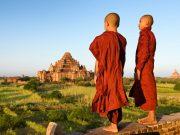 Les moines prêt à boire un thé en Birmanie